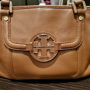 Tory Burch bag with side pocket and closing zipper